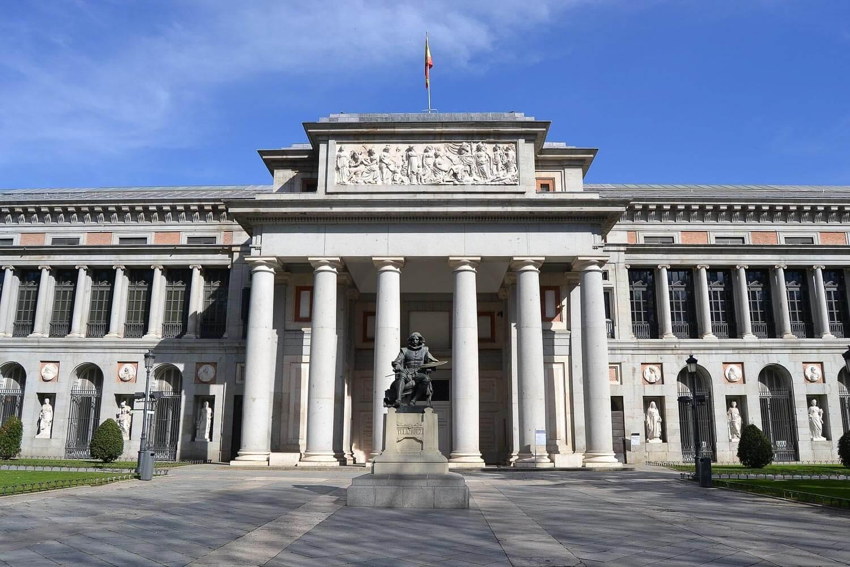 Foto da impressionante fachada do Museo del Prado - O que fazer em Madrid dicas e roteiro