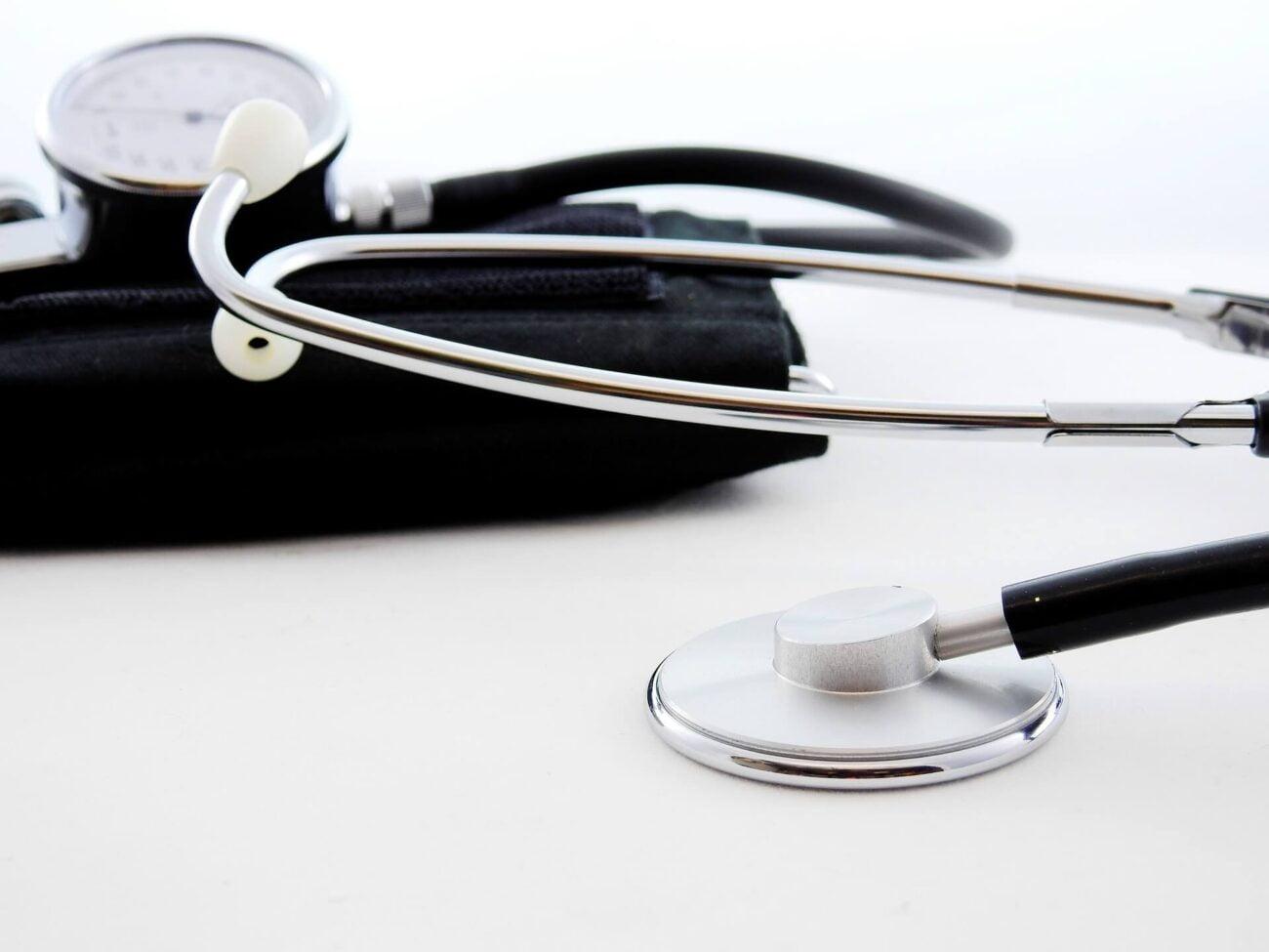 seguro viagem cartão de crédito - estetoscópio