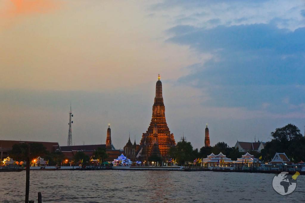 O que fazer em Bangkok : assistir ao por do sol no Wat Arun