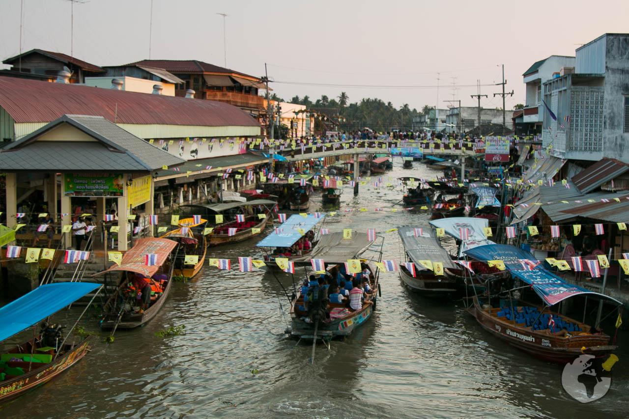 O que fazer em Bangkok : visitar o mercado flutuante Amphawa