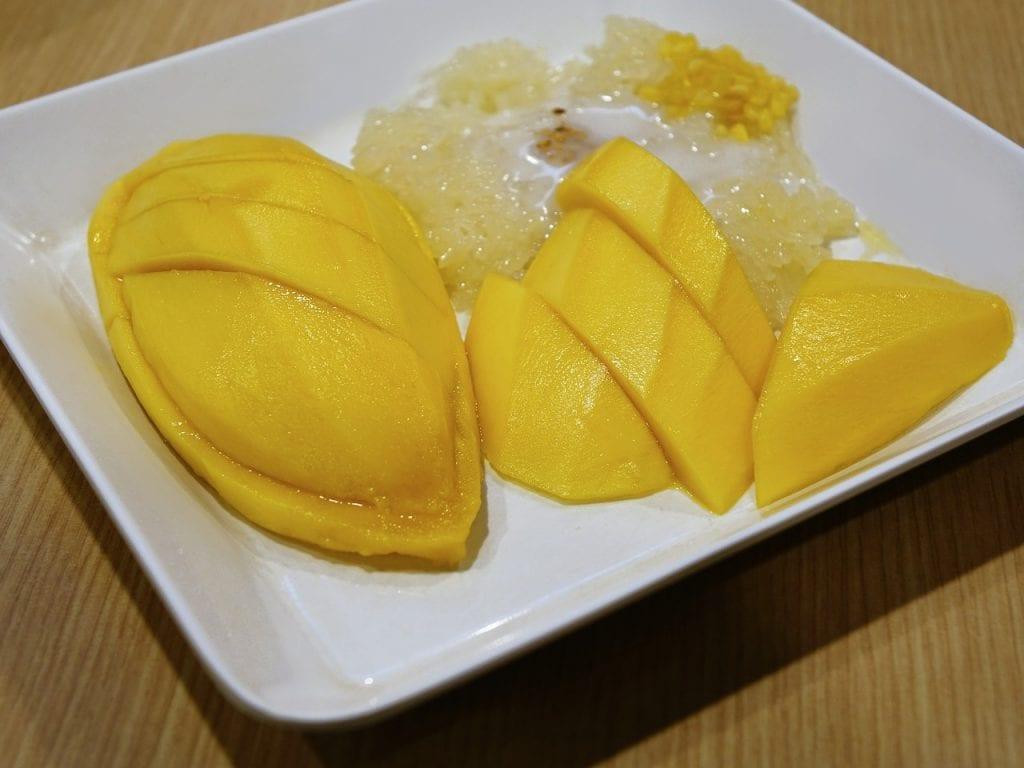 comida tailandesa : mango sitcky rice
