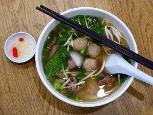 comida tailandesa : noodle soup
