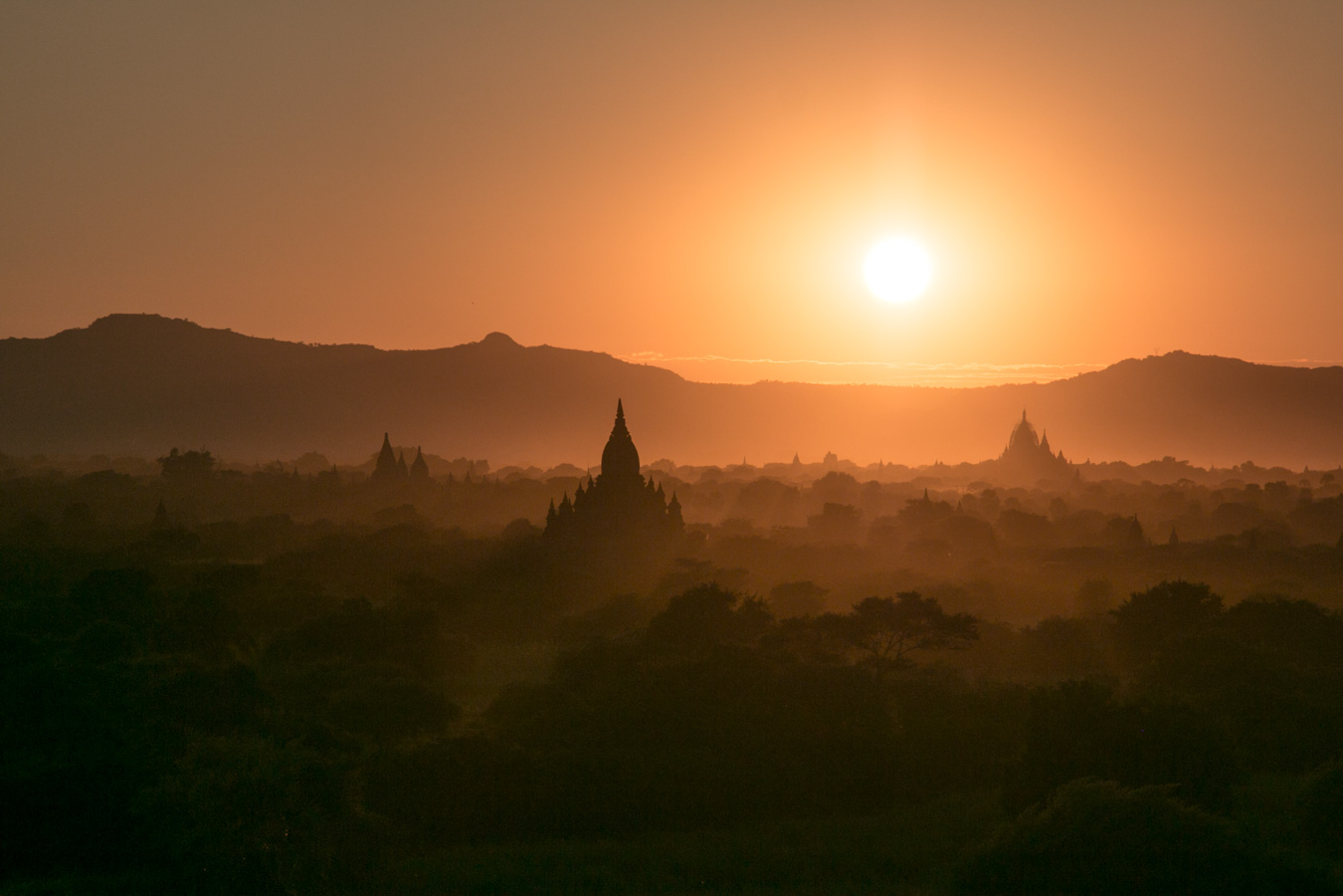 Templos de Bagan Por do Sol