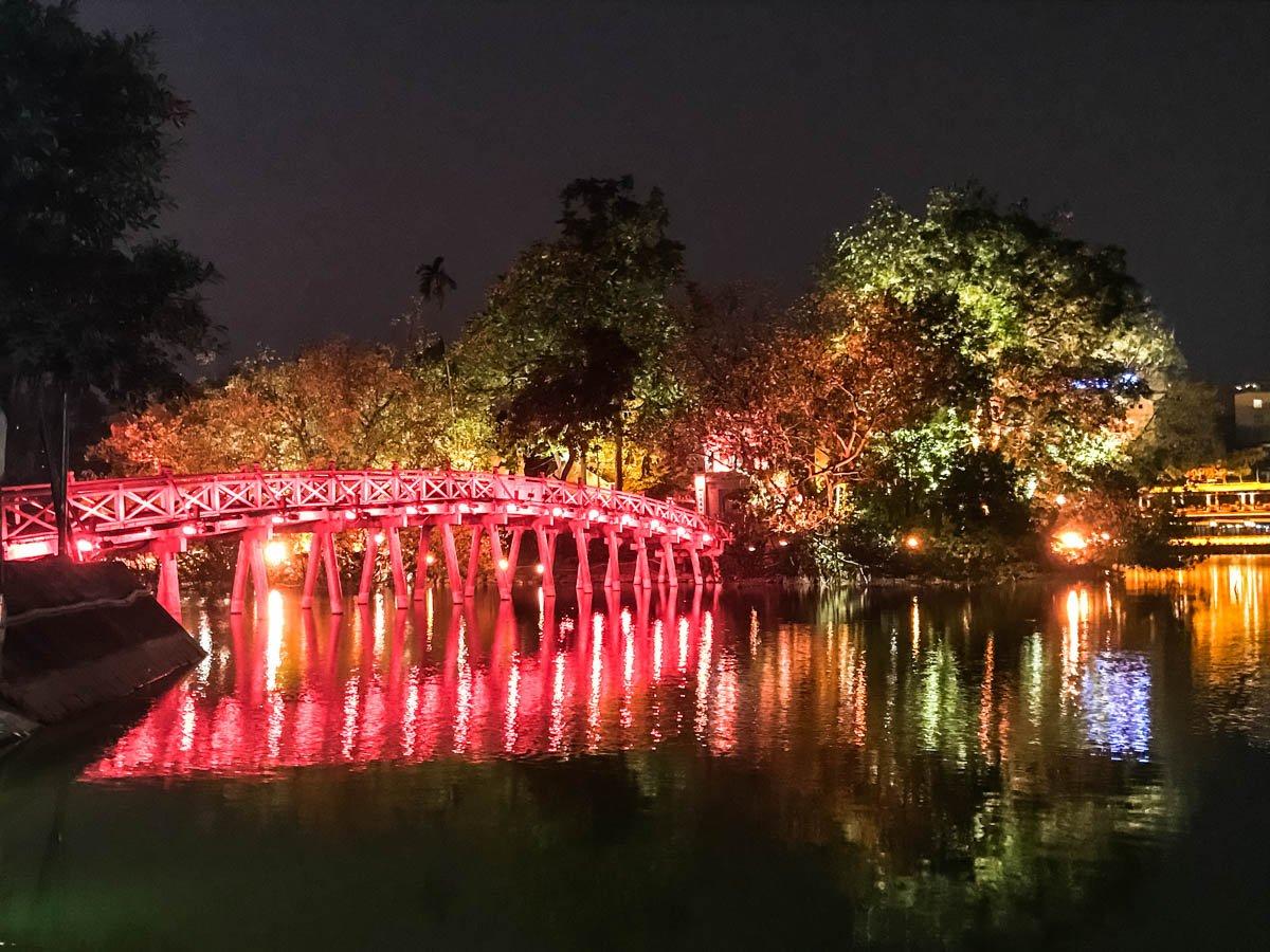 Hanoi Vietna - Lago Hoan Kiem e Templo Ngoc Son