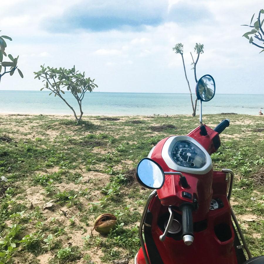 Andando de scooter por Ko Lanta