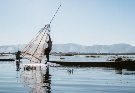 OS ENCANTOS DE INLE LAKE: DESTINO IMPERDÍVEL NO MYANMAR