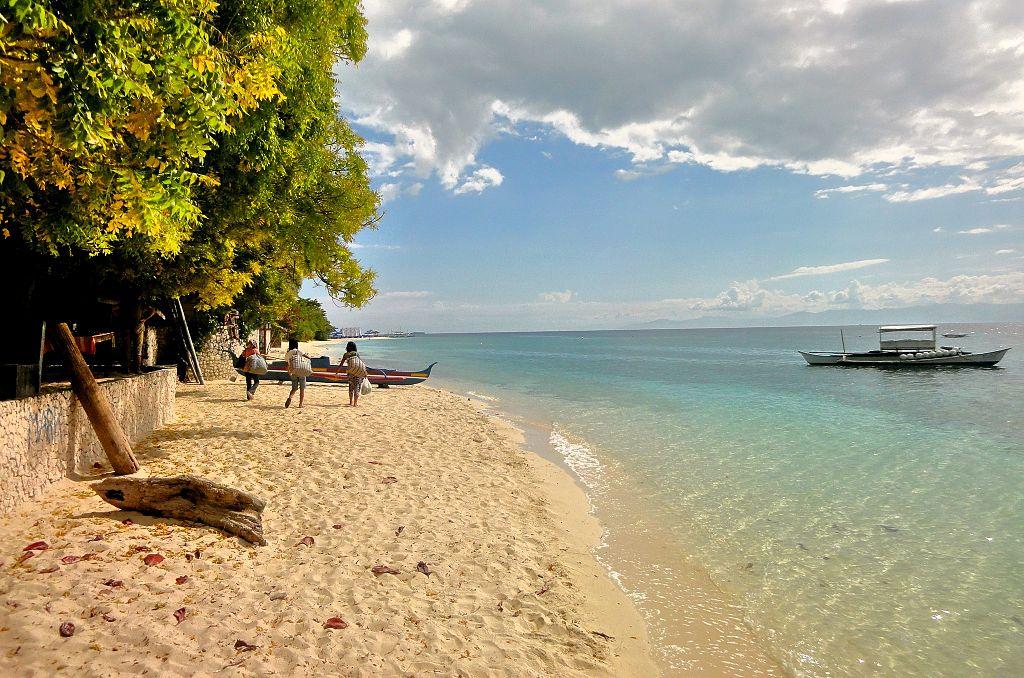moalboal filipinas white beach