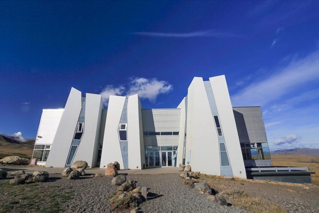 O que Fazer Em El Calafate Perito Moreno Argentina-Foto da Fachada do Museu Glaciarium que lembra as formações rochosas dos glaciais de El Calafate