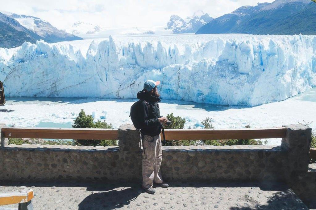 Onde ficar em El Calafate - Momento em que o Caio observa a geleira