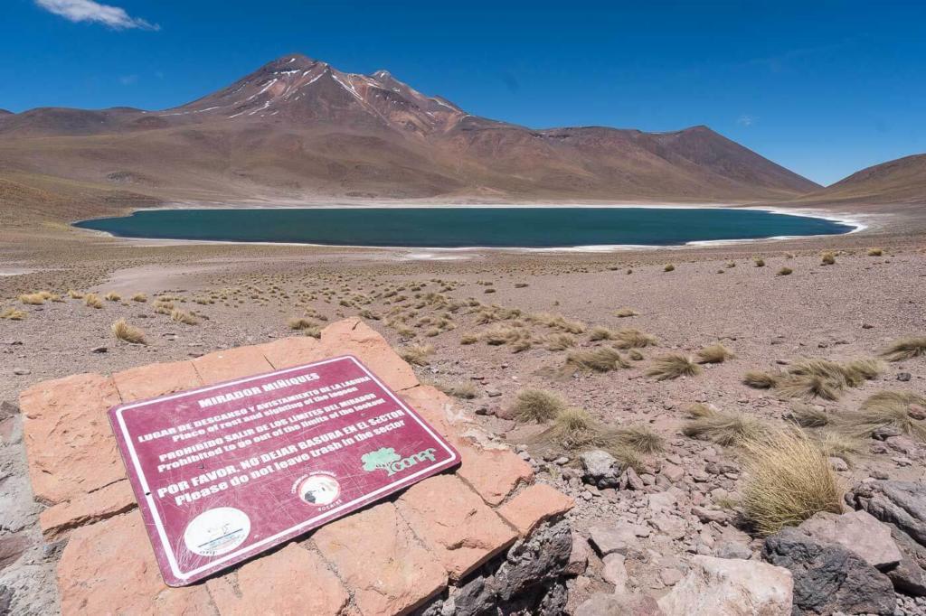 Deserto do Atacama Chile - O mirante para a Laguna Miniques é mais distante da margem
