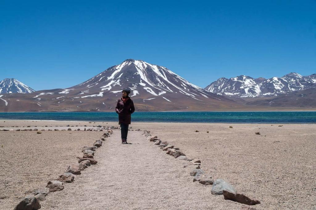 Deserto do Atacama Chile - Caminho demarcado com pedras até a margem da Laguna Miscanti