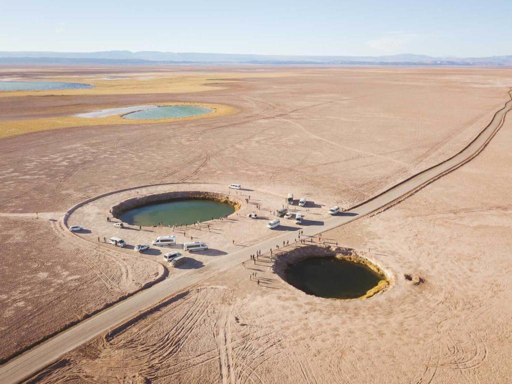 Deserto do Atacama Chile - Foto aérea das duas lagunas que parecem olhos no Ojos del Salar