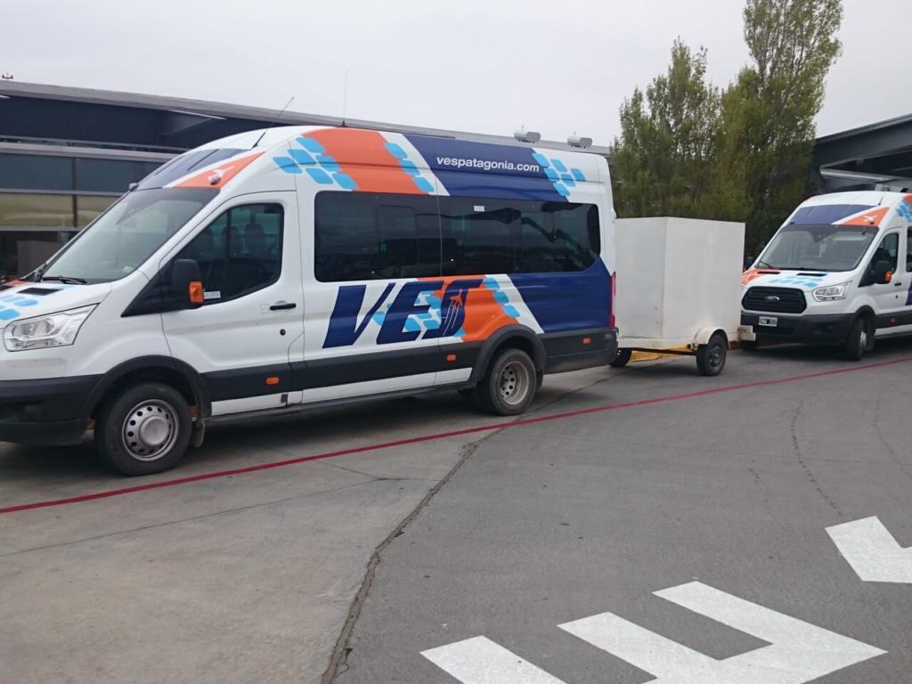 O que Fazer Em El Calafate Perito Moreno Argentina - Foto da van da empresa Ves que faz o transporte do aeroporto até o centro de El Calafate