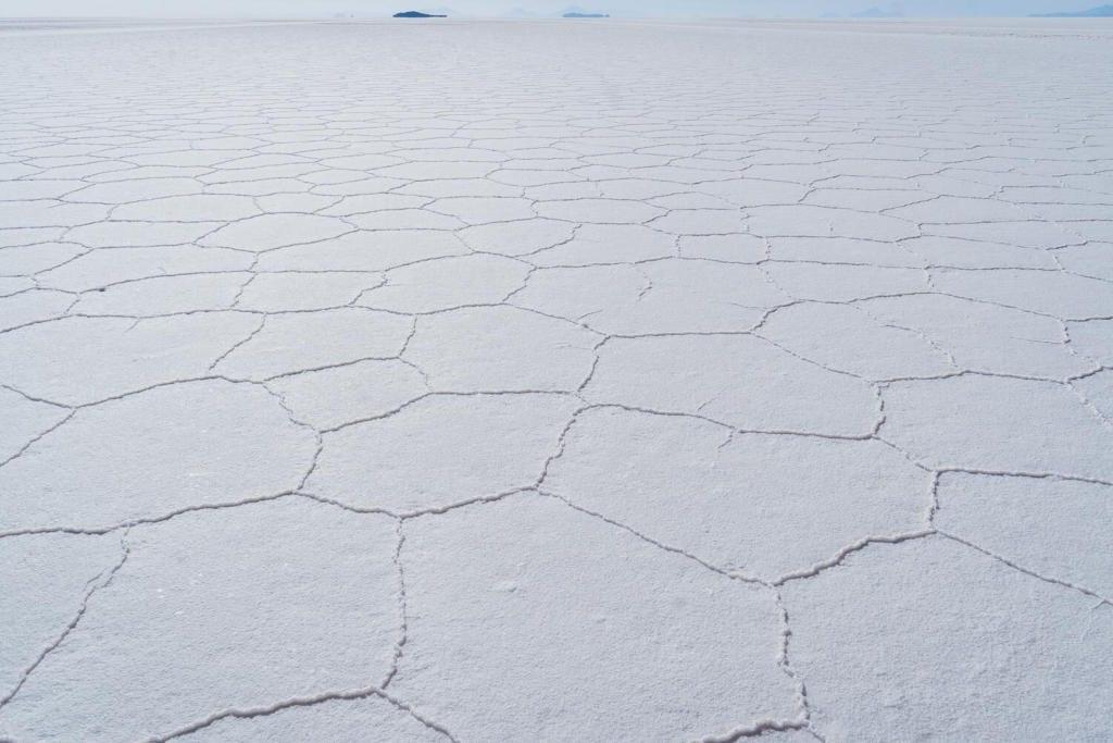 Salar de Uyuni foto das linhas de sal que se formam na superfície da planície de sal