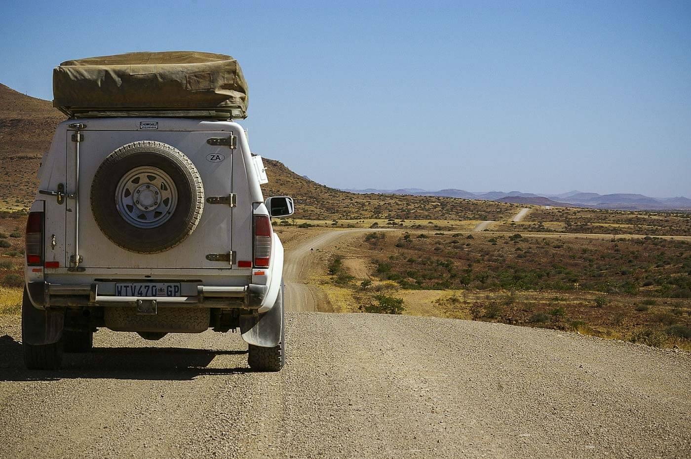 Turismo na Namíbia - Carro com barraca de camping no teto