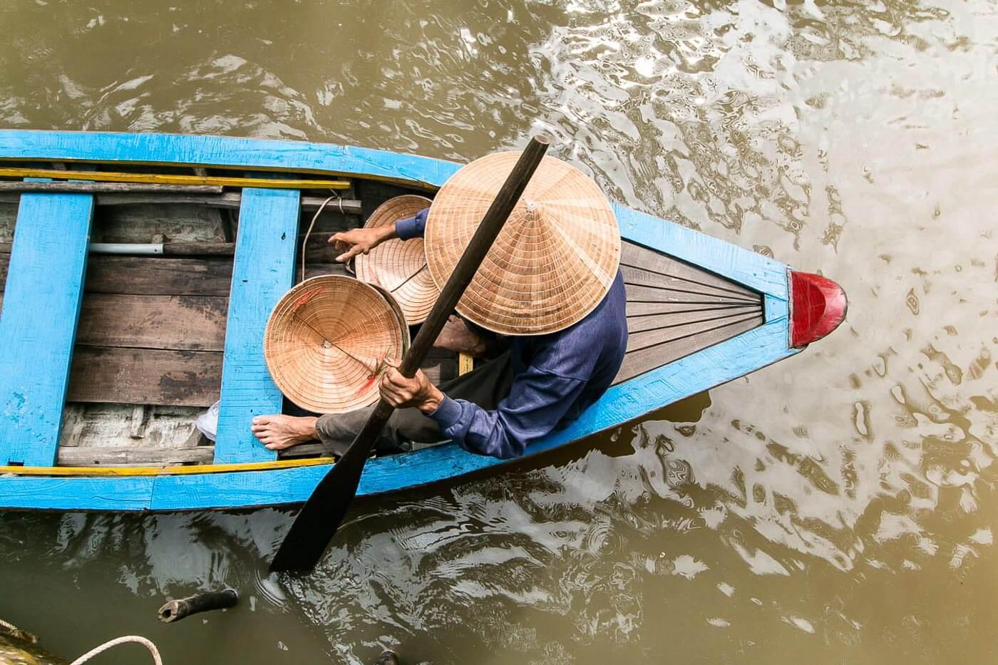 Turismo no Vietna - Barco e Pessoa