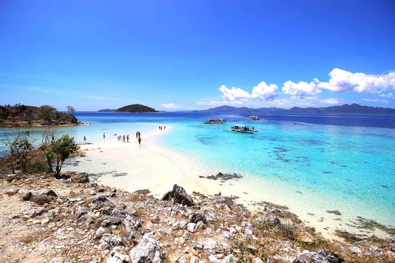 Foto de mais uma praia de águas cristalinas - Coron Filipinas