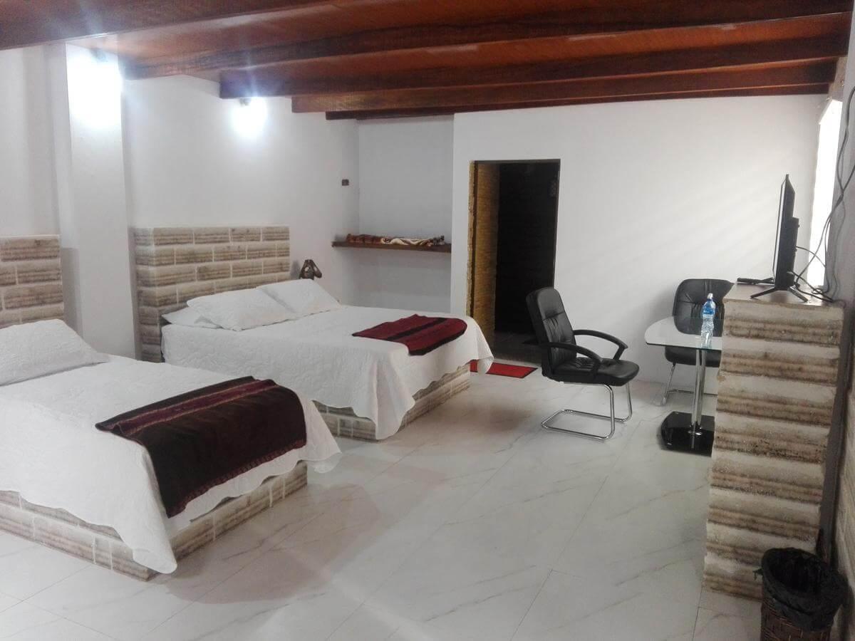 Foto do quarto do hotel com duas camas - hotel de sal no Uyuni