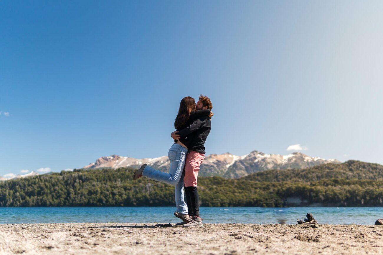 Foto de um beijo Caio e Dri - O que fazer em Villa la Angostura