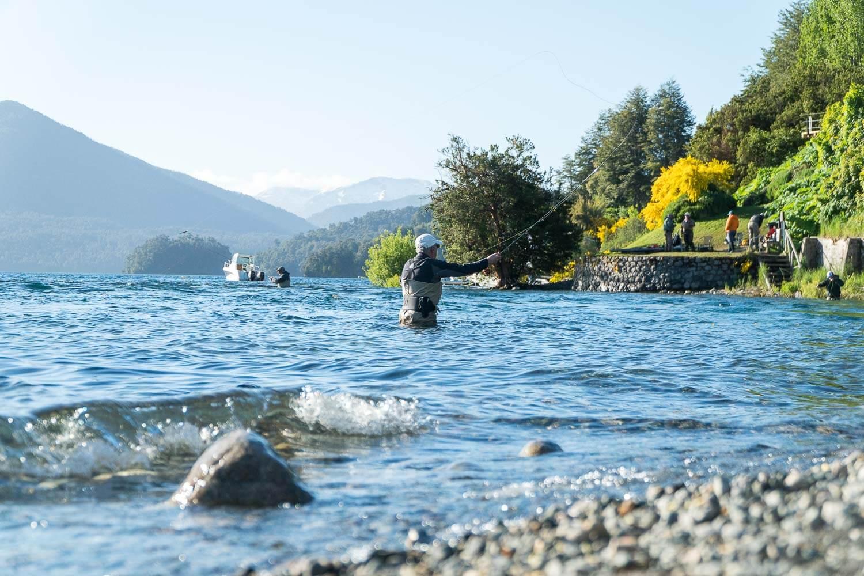 Foto de um morador pescando - O que fazer em Villa la Angostura