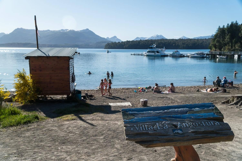 Uma das praias da cidade no verão - O que fazer em Villa la Angostura