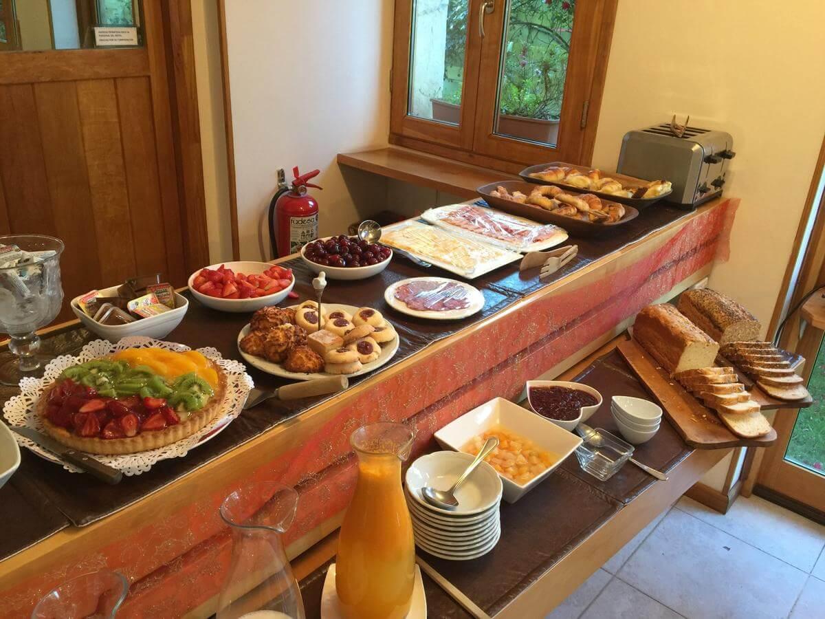 Foto da mesa de café da manhã - Rota dos Sete Lagos
