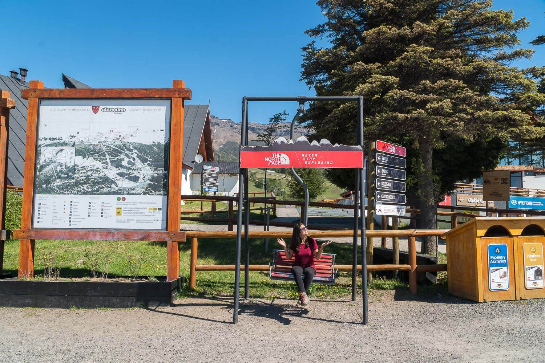 Foto da Dri na estação de esqui sem neve - San Martin de Los Andes Argentina