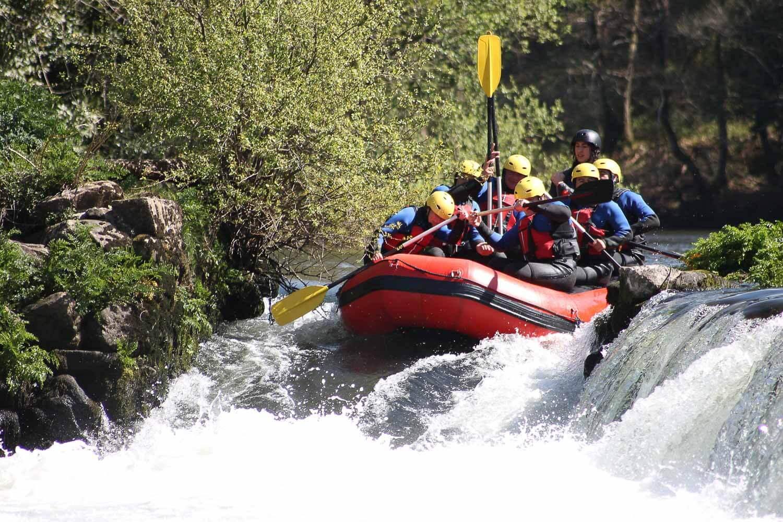 Pessoas fazendo rafting - San Martin de los Andes Argentina