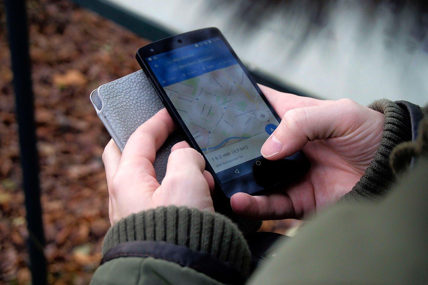 Melhor app para trilhas e viagens buscando caminho