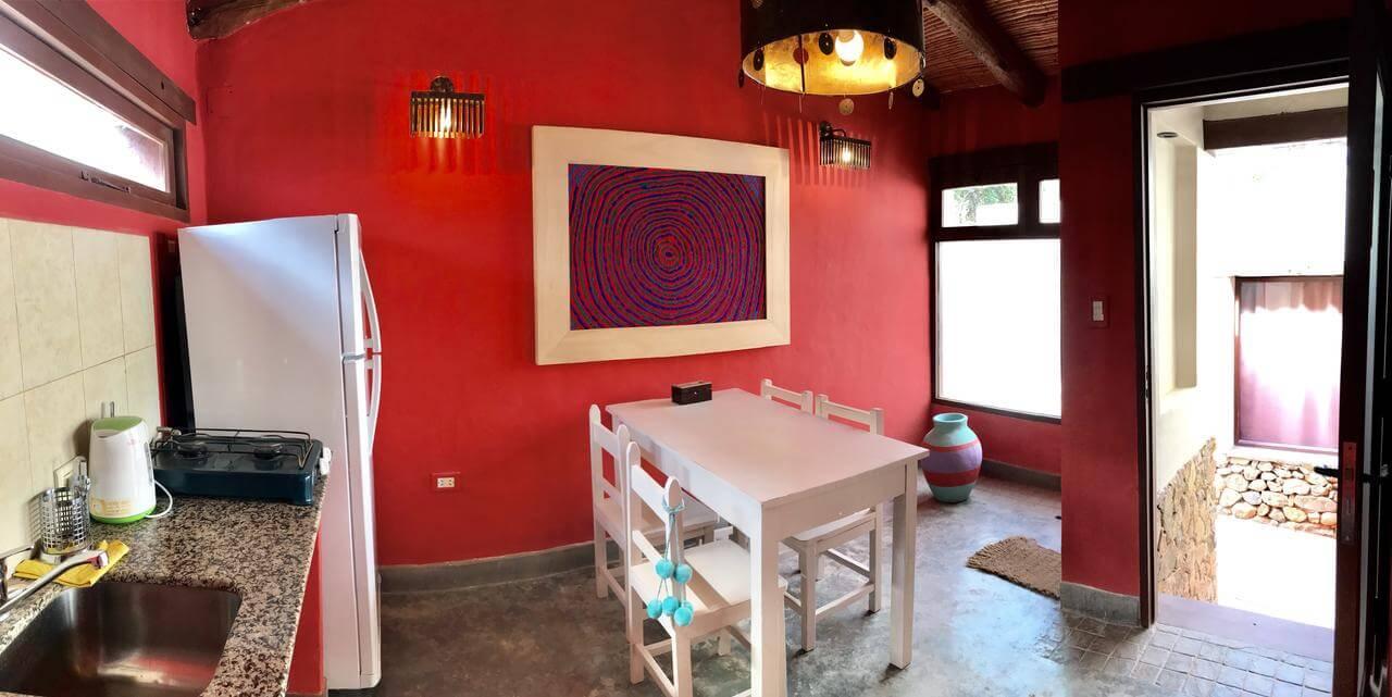 O que fazer em Jujuy - foto da sala do apartamento com mesa