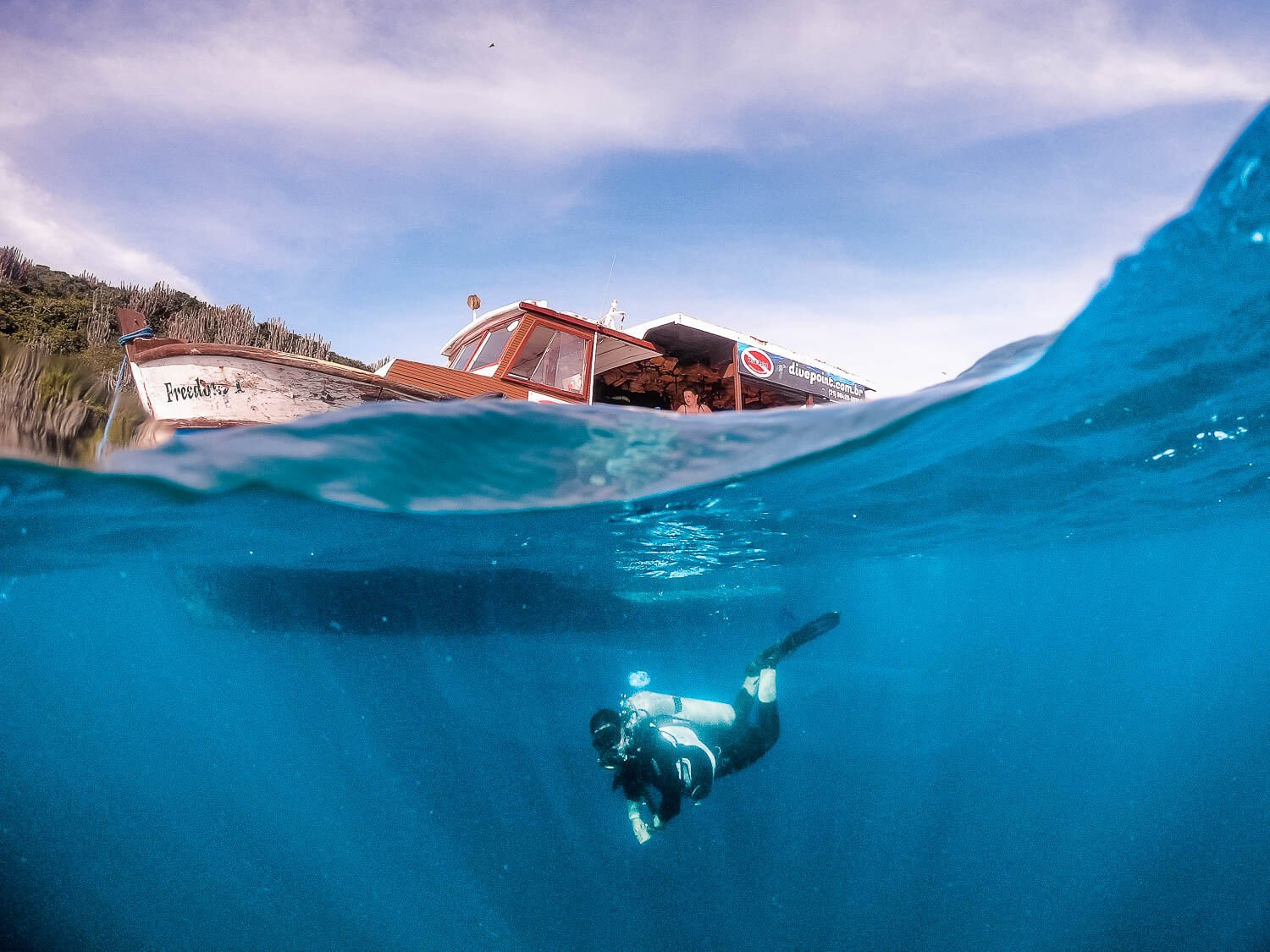 Mergulho em Arraial do Cabo - Mergulhado iniciando a descida