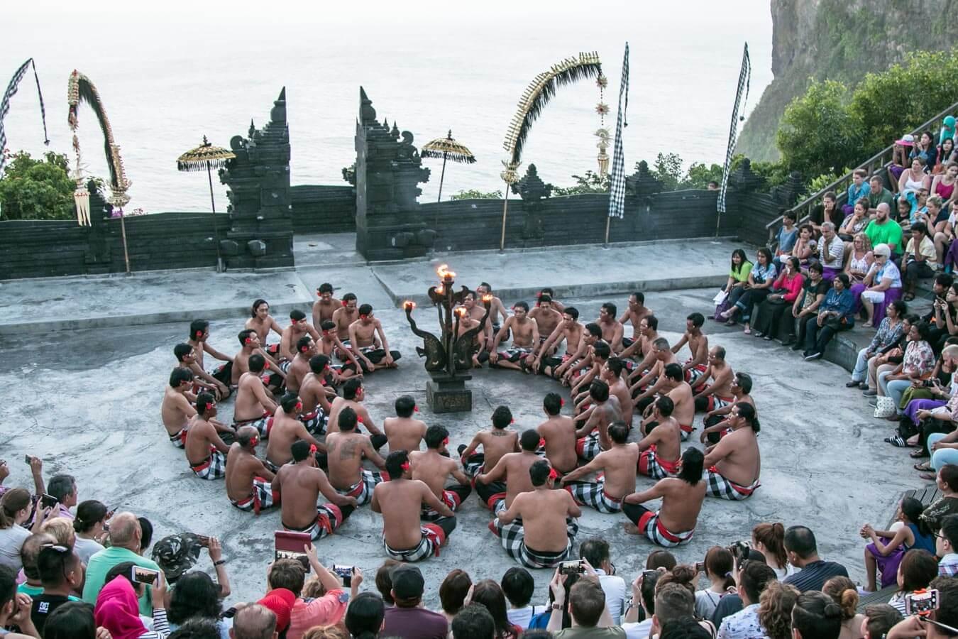 O que fazer em Bali - ritual no templo