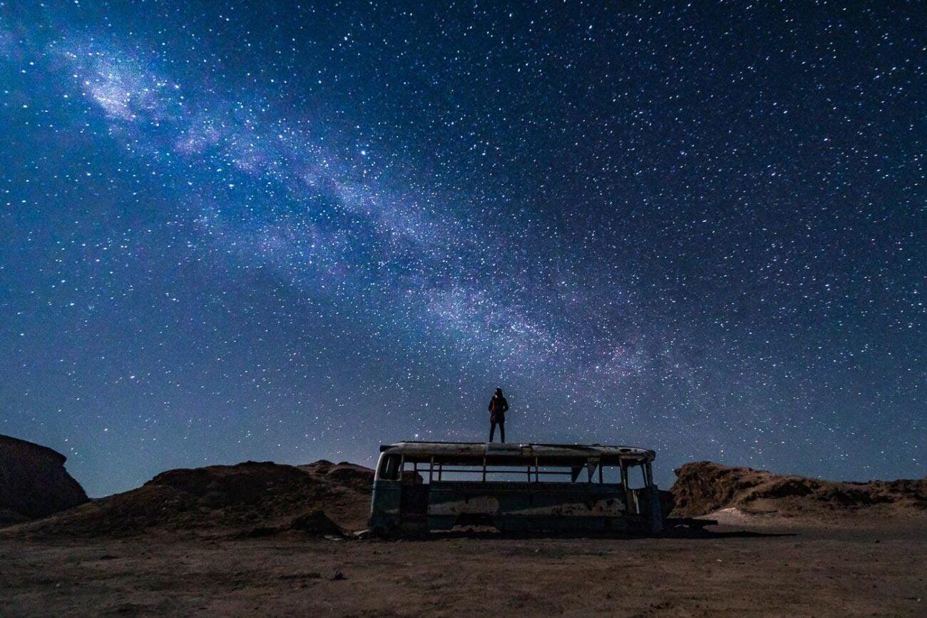 Tour astronômico do Atacama - Foto da Dri em cima do ônibus