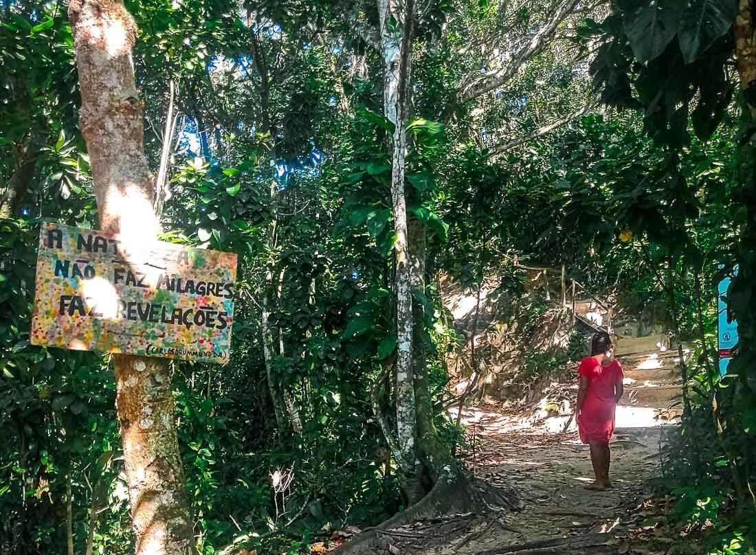 Praia do Sono - trilha com escada e corrimão