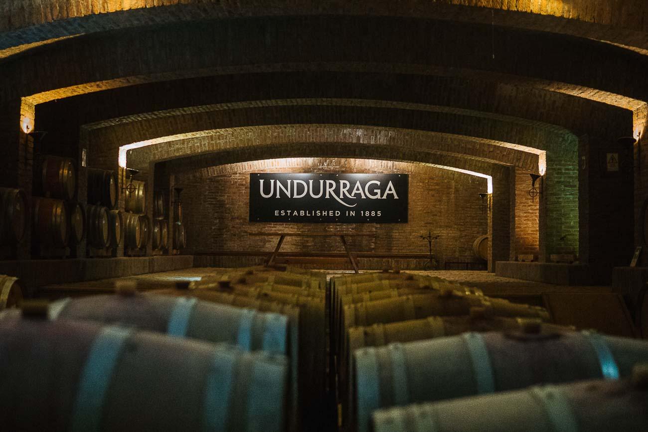 Vinícolas em Santiago - Subsolo repleto de barris de vinho